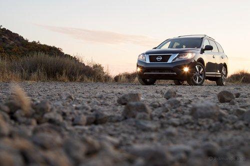 Не самый фееричный дебют в классе кроссоверов. Но Nissan Pathfinder — это комфортный семейный минивэн по приемлемой цене.