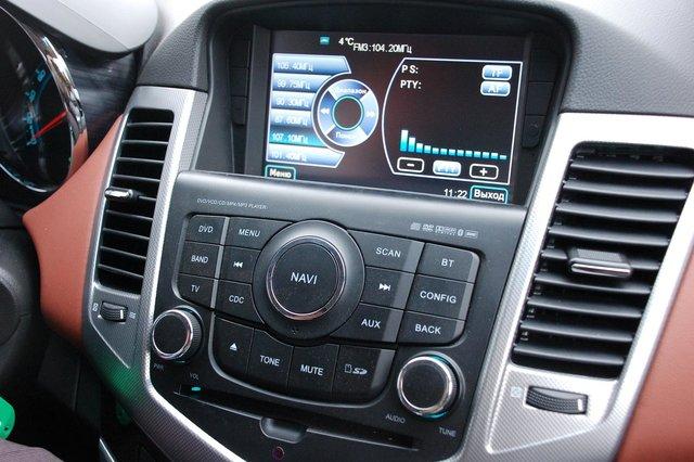В качестве опции (порядка 45 тыс. руб.) предлагается аудиоустановка, читающая все форматы, с цветным дисплеем, навигацией и возможностью подключения камеры заднего вида