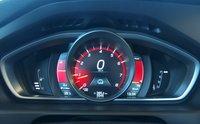 Водителю предлагается выбрать три варианта отображения приборной панели. Performance — спортивный стиль (пожалуй, самый информативный), Eco — «для экономичной езды», Elegance — классический. На поведении машины выбор никак не отражается