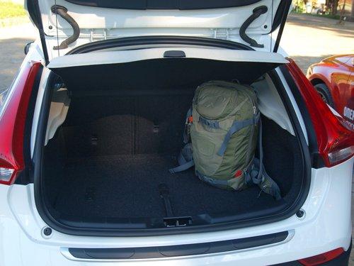 30-литровый рюкзак занял почти шестую часть багажника...