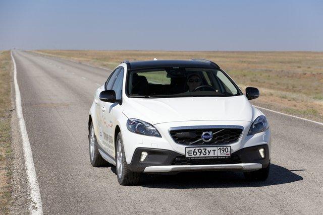 На хорошем шоссе V40 Cross Country демонстрирует свои лучшие качества — неплохую управляемость, комфорт и отличные скоростные характеристики