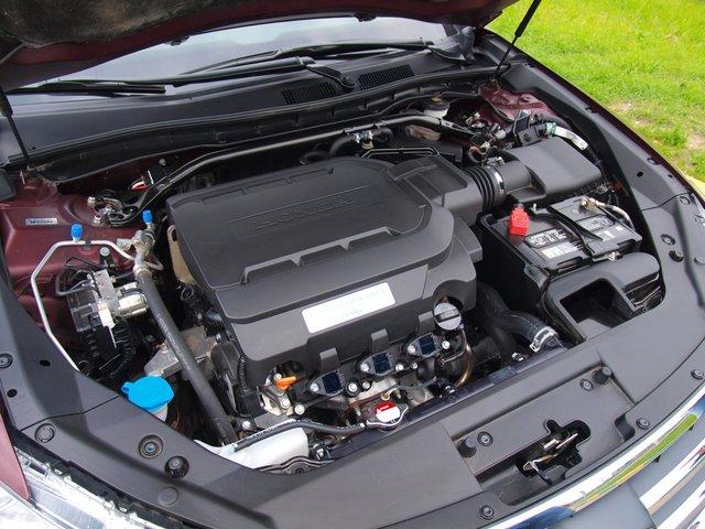 3,5-литровый двигатель V6 Earth Dreams с технологией отключения части цилиндров устанавливается также и на Accord последнего поколения. Примечательно, что в отличие от Accord, отключить систему отдельной кнопкой нельзя — в режиме D Crosstour будет всегда стараться экономить топливо