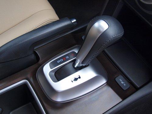 Отличия коробок передач: на 3.5 — спортивный режим S (он же «честный» ручной, с переключением подрулевыми лепестками), на 2.4 — «старомодные» ограничивающие режимы