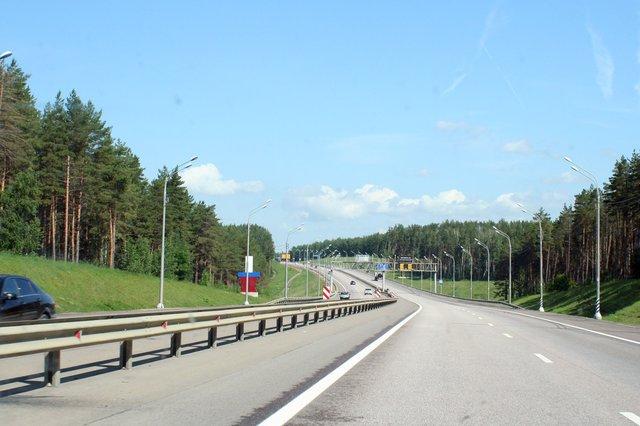 Трасса М4 от Москвы до Воронежа соответствует статусу федеральной — по две полосы в каждую сторону, дорожное покрытие практически идеальное