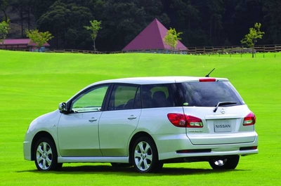 С этого ракурса новый Wingroad можно спутать с Toyota Vista Ardeo
