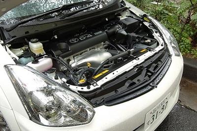 2-литровый двигатель нельзя назвать слишком мощным, но он очень удачно дополнен бесступенчатым вариатором. Поэтому тяговые характеристики машины достаточно хороши.