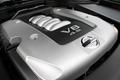 2.На автомобиле Fuga 450GT стоит двигатель модели VK45DE. За основу взят мотор  североамериканского исполнения, который может развивать мощность в 335 л.с.  Поскольку японские стандарты по наружному шуму более жесткие, инженерам пришлось пойти на некоторое уменьшение мощности. Но все равно, благодаря снятию ограничений  на мощность отечественных машин (мощность ограничивалась 280-ю лошадиными силами), у японских машин появилась возможность серьезной конкуренции с лучшими западными образцами.