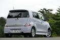 Реализация на рынке нового автомобиля Daihatsu Coo началась спустя целых 5 месяцев после появления на свет родственной модели Toyota bB. Как говорят знающие люди, эта задержка обусловлена причинами чисто технологического порядка. Но не следует сбрасывать со счетов и тот факт, что производитель не мог не учитывать психологию потенциального покупателя, а как же иначе. Интересно отметить, что и та, и другая модель собираются на заводе Daihatsu.