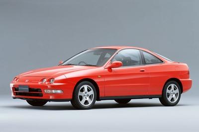 Третье поколение машин модельного ряда Integra отличались на первых порах круглыми передними фарами, которые впоследствии были заменены фарами блочного типа, растянутые в ширину. На этом этапе в модельном ряду впервые появляется модификация Type R. Ей придумали девиз «Integra -  Nottegra»