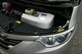 Увеличение мощности электрической тяги происходит  за счет переменного напряжения потребляемого мотором тока и за счет встроенного в систему понижающего редуктора, который способствует увеличению крутящего момента. Кроме того,  новый автомобиль оснащается двигателем внутреннего сгорания, в котором нашел применение так называемый «такт Аткинсона», и в котором видоизменена как впускная, так и выпускная системы. В результате этих  усовершенствований скоростные характеристики  бензинового двигателя стали значительно лучше, чем в машине прежнего образца. Например, в «гибриде» Estima прежнего поколения «обгонное» ускорение, то есть, время, необходимое для увеличения скорости с 40 до 70 км/час,  составляло 4.6 секунд, а новому автомобилю Estima Hybrid требуется только 4.2 секунды. Это, конечно, не то, что у модели Estima с чисто бензиновой тягой, оснащенной 3.5- литровым двигателем и системой полного приводы 4WD (4.0 секунды), но, все-таки, существенно выше, чем интенсивность разгона у бензинового «собрата» с приводом на передние колеса и с мотором рабочим объемом в 2.4 л (4.8 секунды).