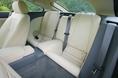 Поскольку автомобиль Jaguar XK нового образца является спортивным купе, то ему простительно иметь такие тесные задние сидения. Вот уж действительно, где число посадочных мест вполне соответствует формуле «2 плюс 2»! Музыкальная «начинка» салона состоит из центра с СД – проигрывателем и 6-ти аудиоколонок. Проигрыватель, нужно заметить, поддерживает формат WMA/ MP3. Это – что касается стандартной комплектации. Однако, если нужно, можно дополнительно оборудовать салон 8-ю шестиполосными колонками суммарной мощностью в  520 ватт, выпускаемыми компанией Alpine.