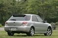 На фотографии представлен модернизированный автомобиль Impreza 1.5R с  полуторалитровым двигателем новой разработки. Подобно седану и спортивному универсалу, его продажная цена разнится в зависимости от того, каким типом привода машина оборудована.