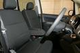 Передние сидения в салоне Stella  - диванного типа. Благодаря этому облегчается посадка и высадка, а также обеспечивается беспрепятственная пересадка слева направо и наоборот (функция «walk through»).