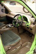Внутри у Serena есть все, что необходимо водителю: огромный тахометр AutoMeter, манометр наддува и термометр масла, руль Momo. Привлекает внимание цветовое оформление панели, гармонирующее с цветом кузова.