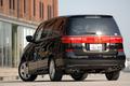 На снимке – автомобиль Elysion базового исполнения. Как можно видеть на фотографии, и слева, и справа на задней панели машины имеются хвостовые  габаритные фонари, которые соединятся в единый блок декоративной планкой.