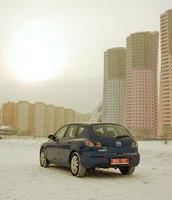 Модная оптика на Mazda3 идёт уже в «базе» — менять на тюнинговую не придётся.