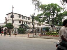 Бензоколонка в Катманду хоршо охраняется