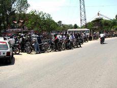 Очередь на единственную в Городе Катманду заправочную станцию