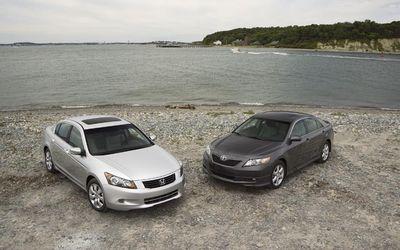 Honda Accord 2008 против Toyota Camry 2007.