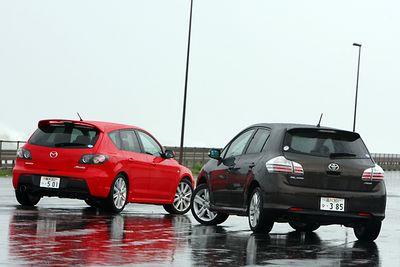 Toyota Blade Master G против Mazda Speed Axela.