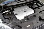 На автомобиле Toyota Mark X Zio 350G стоит 3,5-литровый 6-цилиндровый V-образный двигатель модели 2GR-F. Величина крутящего момента в пересчете на литр рабочего объема превышает 10 кг-м, у него также прекрасная управляемость: он всегда готов выдать такую мощность, которая в данный момент требуется, не больше и не меньше.