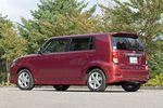 Опоясывающая линия кузова и массивные задние стойки напоминают автомобиль bB первого поколения. Кстати сказать, у каждой возрастной группы владельцев машин марки Corolla — свои приоритеты. К примеру, водители, которым далеко за 50, предпочитают седаны, кому от 40 до 50 — универсал Toyota Corolla Fielder. Предполагается, что с помощью новой машины Corolla Rumion, удастся пополнить ряды поклонников марки Corolla теми, кому сейчас по 30-40 лет.