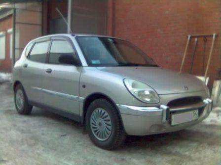 Daihatsu Storia 1998 - отзыв владельца