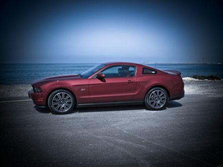 Ford Mustang 2010 - отзыв владельца