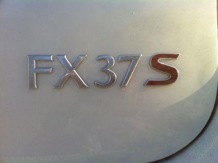 Infiniti FX37 2011 - отзыв владельца