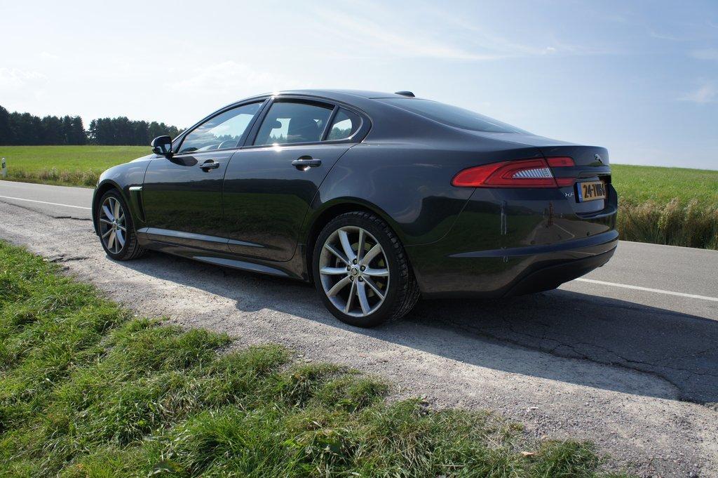 2012 xf jaguar