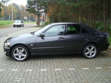 Lexus IS200, 2001