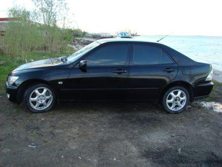 Lexus IS200 2000 - отзыв владельца
