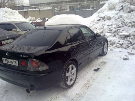 Lexus IS200 2001 - отзыв владельца