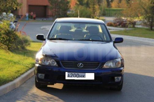 Lexus IS200  - отзыв владельца