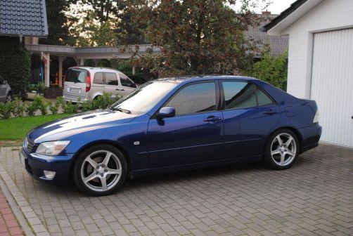 Lexus IS200 1999 - отзыв владельца