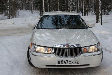 Lincoln Town Car, 2001