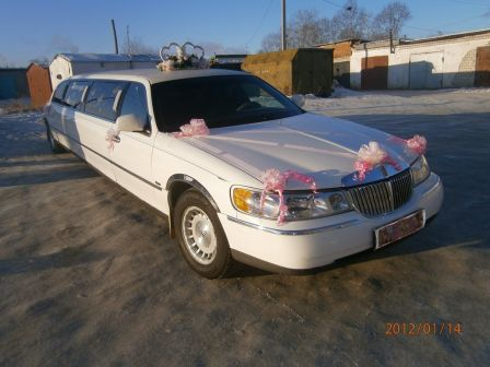 Lincoln Town Car 2000 - отзыв владельца