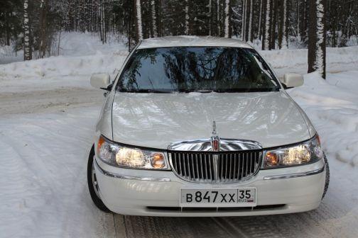 Lincoln Town Car 2001 - отзыв владельца