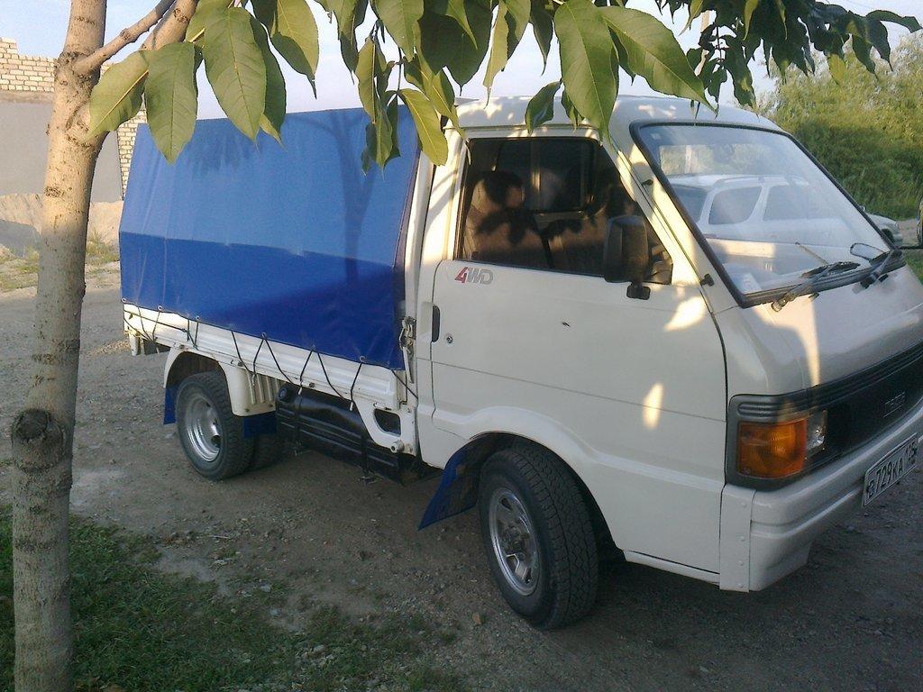 Mazda Bongo 1992 года, комплектация 4WD, механическая ...