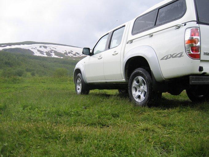 mazda bt-50. рюкзак на колесах
