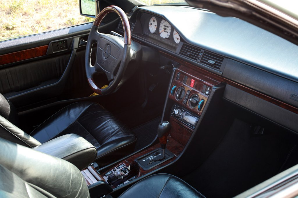продаю кожаный электрический салон для мерседес кабриолет 124