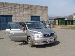 Mitsubishi Chariot Grandis, 2000