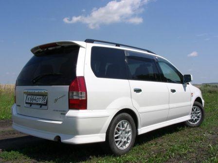 Mitsubishi Chariot Grandis 2001 - отзыв владельца
