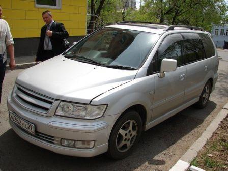 Mitsubishi Chariot Grandis 2003 - отзыв владельца