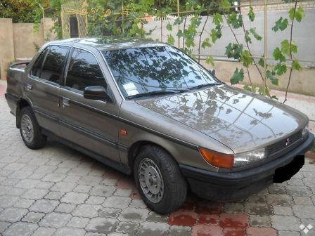 Mitsubishi Lancer 1990 - отзыв владельца