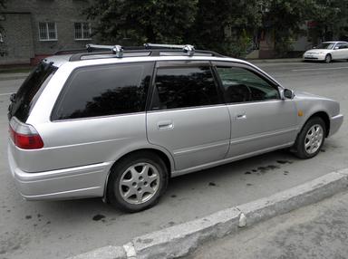 Nissan Avenir, 1997