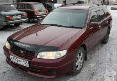 Nissan Avenir Salut, 2000