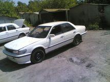 Nissan Bluebird, 1990