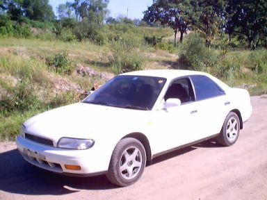 Nissan Bluebird, 1992