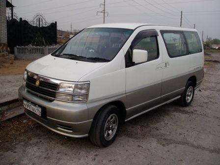 Nissan Elgrand 1997 - отзыв владельца